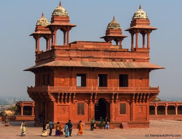 fatehpur-sikri-tourists-nggid045017-ngg0dyn-720x640x100-00f0w011c010r110f110r010t010